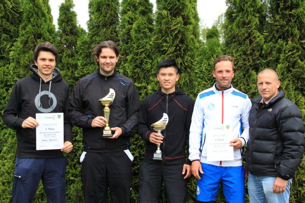 von links nach rechts: Andreas Petermann, Marc-Robert Szelig, Martin-Long Nguyen, Mareno Heinecke, Jeremy Puth (Oberschiedsrichter)